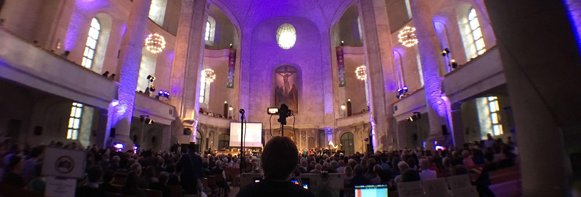 Videoprojektionen Events auf Video Wall Kreuzkirche Dresden
